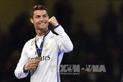 Cristiano Ronaldo giành giải Cầu thủ xuất sắc nhất năm của FIFA