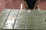 Bắt đối tượng vận chuyển 20 bánh heroin tại bến xe Mỹ Đình