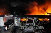 An Giang: Cháy lớn thiêu rụi nhà xưởng công ty sản xuất chăn, ga, gối, nệm