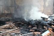 Cháy lớn thiêu rụi kho chứa bột mì tại Bình Định