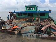 Bắt giữ 3 sà lan bơm hút cát trái phép trên vùng biển Cần Giờ