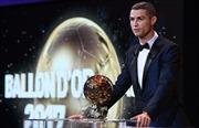 Cận cảnh Ronaldo lần thứ 5 giành Quả bóng vàng