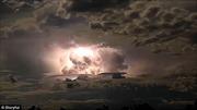 Kinh hãi cảnh bão điện 'đùng đoàng' trên trời y hệt vụ nổ hạt nhân