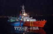 Cứu nạn 13 ngư dân trôi dạt trên biển trước khi bão Kai Tak vào biển Đông