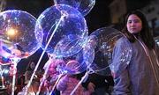 Bóng bay đèn led phát sáng gây sốt dịp Giáng sinh có thể phát nổ?