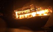Tàu cá bất ngờ cháy trong đêm, thiệt hại khoảng 9,2 tỷ đồng