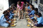 Gần 100 người ở Ấn Độ nhập viện nghi do ngộ độc thực phẩm
