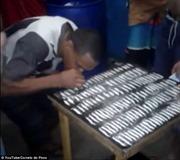 Video hàng chục tù nhân xếp hàng hít thuốc phiện ngay trong tù