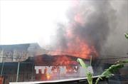 Cháy nhà chứa giấy làm vàng mã, 2 người thương vong