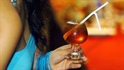 Sri Lanka khôi phục lệnh cấm bán rượu cho phụ nữ