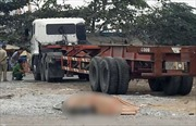 Người phụ nữ bán vé số bị xe container cán tử vong