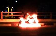 Thanh niên đốt xe máy, nhảy cầu Đồng Nai tự tử nhưng thoát chết do... biết bơi