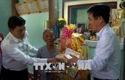 Đồng chí Võ Văn Thưởng thăm, tặng quà Tết nhân dân vùng lũ Quảng Ngãi