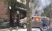 Xe tải 'điên' chở gas trái phép lao lên vỉa hè khiến 18 người bị thương