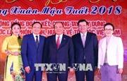 Thủ tướng Nguyễn Xuân Phúc và Thủ tướng Lào vui Tết cộng đồng chào đón Xuân mới