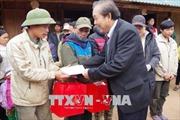 Phó Thủ tướng Trương Hòa Bình thăm, tặng quà đồng bào bị thiên tai mưa lũ huyện Đà Bắc
