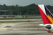 Máy bay Không quân Hàn Quốc lật ngửa, bốc cháy trên đường băng Singapore