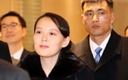 Video em gái nhà lãnh đạo Kim Jong Un đi chuyên cơ tới Hàn Quốc, vệ sĩ vây quanh