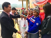 NHCSXH tỉnh Quảng Bình tặng quà cho hộ nghèo và gia đình chính sách nhân dịp Tết Mậu Tuất 2018