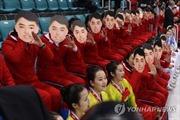 Thực hư việc đội cổ vũ Triều Tiên dùng mặt nạ để 'tuyên truyền'