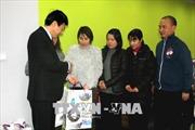 Đại sứ quán thăm hỏi, tặng quà Tết cộng đồng người Việt tại Séc