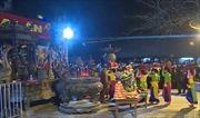 Lễ khai ấn đền Trần: Tiền lẻ rải các ban thờ diễn ra phổ biến