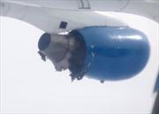 Động cơ máy bay chở 96 hành khách lủng lẳng trên không trung
