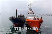 Lai dắt tàu cá cùng 4 ngư dân gặp nạn trên biển về đất liền an toàn