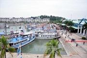 Một tàu du lịch chìm tại Cảng tàu khách quốc tế Tuần Châu