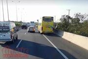 Vượt phải ở làn dừng xe khẩn cấp trên đường cao tốc bị phạt thế nào?