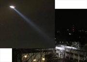 Trực thăng bí ẩn rọi đèn thẳng xuống Đại sứ quán Nga ở Mỹ trong đêm