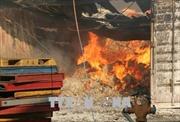 Công ty dệt KCN Biên Hòa 2 - Đồng Nai cháy lớn, huy động 9 xe chữa cháy chuyên dụng