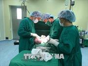 Bóc tách khối u buồng trứng nặng gần 4 kg