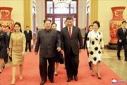 Những bộ váy khiến phu nhân ông Kim Jong-un 'ghi điểm' tại Trung Quốc