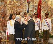 Tổng Bí thư Nguyễn Phú Trọng trao tặng Huân chương Sao vàng cho Chủ tịch Raul Castro Ruz