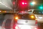 Nhường đường xe cứu thương, ô tô con bị container đâm liên hoàn