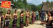 Người Cơtu làm du lịch cộng đồng