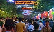 Hàng ngàn người đổ về phố đi bộ Nguyễn Huệ chờ xem bắn pháo hoa