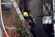Cháy nhà trong hẻm, khu dân cư hoảng loạn