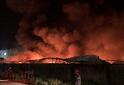 TP Hồ Chí Minh: Đang cháy lớn công ty giấy trong khu công nghiệp Vĩnh Lộc