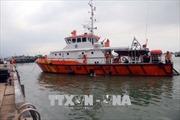 Tàu hải quân đưa ngư dân bị bệnh nặng về đất liền điều trị