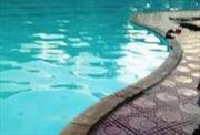 Bị giật điện ở bể bơi, một phụ nữ phải cấp cứu, nhiều người hoảng loạn