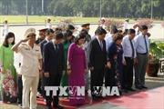 Lãnh đạo thành phố Hà Nội viếng Chủ tịch Hồ Chí Minh