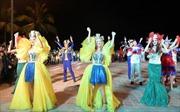 Người người say mê nhảy múa trong Carnaval đường phố DIFF 2018