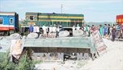 Khẩn trương khắc phục sự cố lật tàu ở Thanh Hoá để thông tuyến