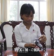 Cô bé lớp 9 sáng tạo kính thông minh cho người khiếm thị