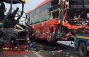 Ấn Độ: Xe tải tông xe khách đi ngược chiều, gần 30 người thương vong