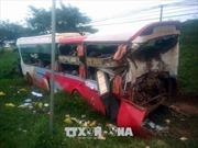 Xe container đâm vào đuôi xe khách đang dừng, ít nhất 10 người bị thương