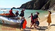 Sôi động du lịch hè: Bãi biển miền Trung hút khách