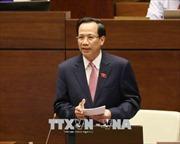Bộ trưởng Đào Ngọc Dung thăm, tặng quà trẻ em có hoàn cảnh khó khăn